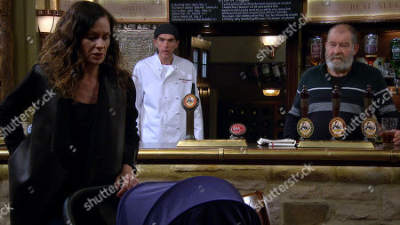 Stock Image of Emmerdale - Ep 8881 Thursday 5th November 2020 - 2nd Ep Chas Dingle, as played by Lucy Pargeter, arrives to talk to Paddy, Marlon Dingle, as played by Mark Charnock, and Bear Wolf, as played by Joshua Richards, try to stall her. When Marlon finally reveals Paddy is on the lash with Mandy.