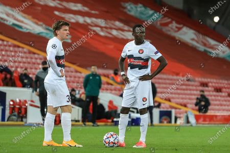 Pione Sisto (7) of FC Midtjylland and Anders Dreyer (36) of FC Midtjylland line up the free kick