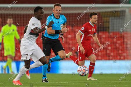 Pione Sisto (7) of FC Midtjylland makes a break