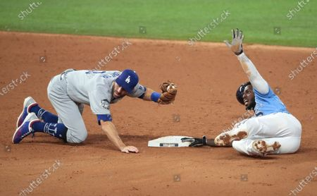 Arlington, Texas, Sunday, October 25, 2020 Los Angeles Dodgers left fielder Chris Taylor (3) tags out Tampa Bay Rays left fielder Randy Arozarena (56) in the third inning in game five of the World Series at Globe Life Field. (Robert Gauthier/ Los Angeles Times)