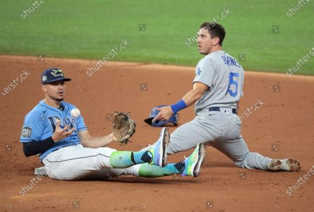 Arlington, Texas, Sunday, October 25, 2020 Los Angeles Dodgers catcher Austin Barnes (15) is caught stealing after being tagged by Tampa Bay Rays shortstop Willy Adames (1) in game five of the World Series at Globe Life Field. (Robert Gauthier/ Los Angeles Times)