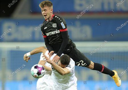 Leverkusen's Daley Sinkgraven (R) in action against Augsburg's Daniel Caligiuri (L) during the German Bundesliga soccer match between Bayer 04 Leverkusen and FC Augsburg in Leverkusen, Germany, 26 October 2020.