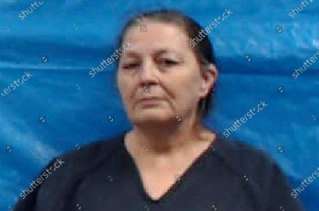 En la fotografía proporcionada por la cárcel del condado Roane se muestra a Shirley Ann Gray, quien al igual que su esposo Michael Anthony Gray Sr. se declaró no culpable el lunes 26 de octubre de 2020 de decenas de cargos que incluyen el asesinato de una niña y el abuso a niños que la pareja había adoptado