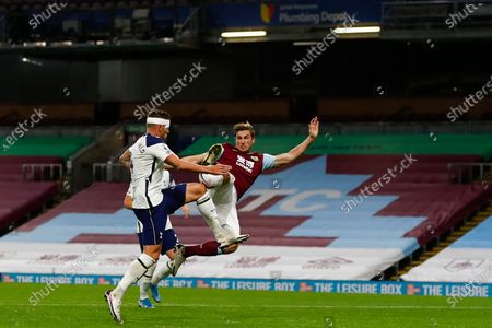 Toby Alderweireld of Tottenham (L) in action against Chris Wood of Burnley (R) during the English Premier League match between Burnley and Tottenham Hotspur in Burnley, Britain, 26 October 2020.