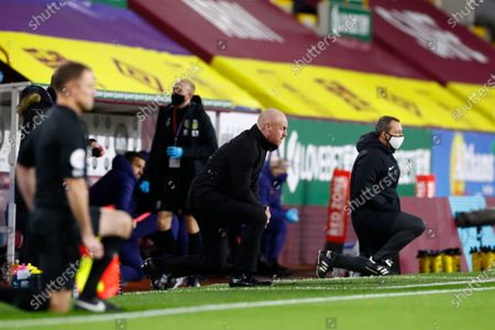 Burnley;s manager Sean Dyche (C) takes a knee to support the Black Lives Matter movement ahead of the English Premier League match between Burnley and Tottenham Hotspur in Burnley, Britain, 26 October 2020.