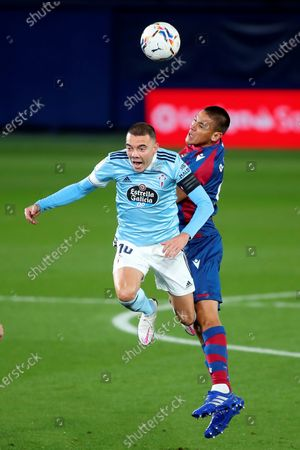 Levate UD's Oscar Duarte (R) in action against Celta Vigo's Iago Aspas (L) during the Spanish La Liga soccer match between Levante UD and Celta Vigo at La Ceramica Stadium, in Castellon, Spain, 26 October 2020.