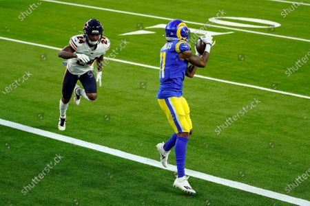 Los Angeles Rams wide receiver Josh Reynolds make a touchdown catch in front of Chicago Bears cornerback Buster Skrine (24) during the first half of an NFL football game, in Inglewood, Calif