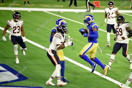 Los Angeles Rams tight end Gerald Everett, right, runs into the end zone for a touchdown during the second half of an NFL football game against the Chicago Bears, in Inglewood, Calif