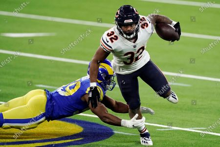 Chicago Bears running back David Montgomery (32) runs around Los Angeles Rams middle linebacker Micah Kiser during the second half of an NFL football game, in Inglewood, Calif