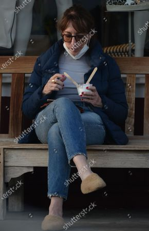 Exclusive - Katey Sagal eats some frozen yogurt in Brentwood