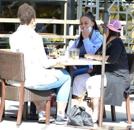 Exclusive - Nia Sioux of the show 'Dance Moms' dines out in Studio City
