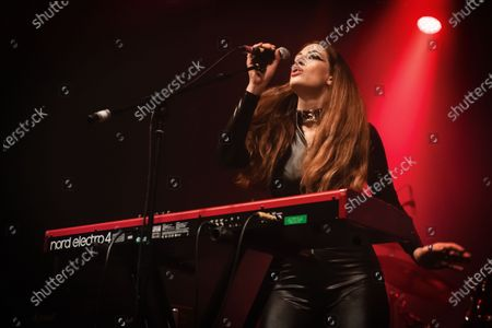 Stock-billede af Vocalist Alia O'brien of Canadian rock group Blood Ceremony performing live on stage at Electric Brixton in London, England, on January 26, 2019. (Photo by Kevin Nixon/Prog Magazine)