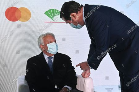 Former Spanish Prime Minister Felipe Gonzalez (L) and Spanish employers' association CEOE president Antonio Garamendi (R) take part in the I Expansion International Economic Forum in Alcala de Henares, Madrid, 27 October 2020.