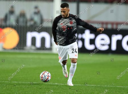 Bayern's Corentin Tolisso warms up before the Champions League group A soccer match between Lokomotiv Moscow and Bayern Munich in Moscow, Russia