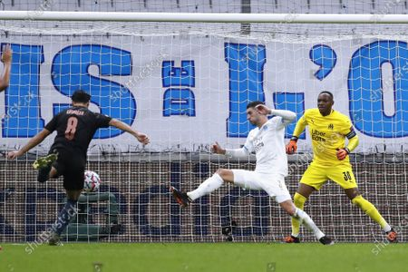 Manchester City's Ilkay Gundogan (L) scores the 2-0 lead against Olympique Marseille's Alvaro Gonzalez (C) and Olympique Marseille's goalkeeper Steve Mandanda (R) during the UEFA Champions League Group C soccer match between Marseille and Manchester City at the Orange Velodrome stadium, in Marseille, France 27 October 2020.