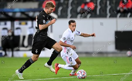 Moenchengladbach's Christoph Kramer (L) in action with Real Madrid's Lucas Vazquez (R) during the UEFA Champions League group B soccer match between Borussia Moenchengladbach and Real Madrid at Borussia-Park in Moenchengladbach, Germany, 27 October 2020.