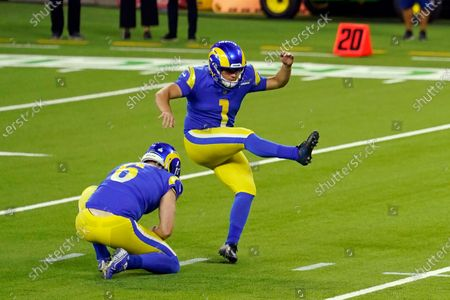 Los Angeles Rams kicker Samuel Sloman (1) makes a field goal against the Chicago Bears during the first half of an NFL football game in Inglewood, Calif. The Rams have released rookie kicker Samuel Sloman after seven games with the team. The Rams (5-2) dropped their seventh-round pick on Tuesday, after he had a field goal attempt blocked in their 24-10 win over Chicago on Monday nightstockfotója