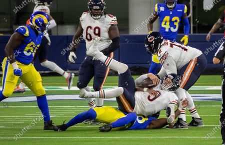Chicago Bears quarterback Nick Foles (9) is sacked by Los Angeles Rams linebacker Justin Hollins (58) in the second half at So-Fi Stadium on October 26, 2020 in Inglewood, California. (Gina Ferazzi / Los Angeles Times)