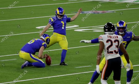 Los Angeles Rams kicker Sam Sloman (1) kicks a field goal against the Chicago Bears in the first half at So-Fi Stadium on October 26, 2020 in Inglewood, California. The Rams cut him on Tuesday.(Gina Ferazzi / Los Angeles Times)