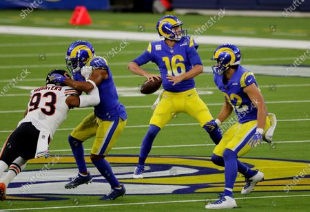 Los Angeles Rams quarterback Jared Goff (16) looks to pass from the pocket against the Chicago Bears at So-Fi Stadium on October 26, 2020 in Inglewood, California. (Gina Ferazzi / Los Angeles Times)