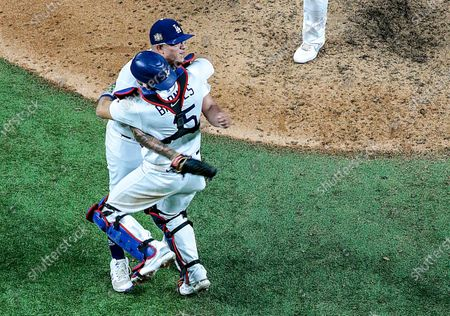 Arlington, Texas, Tuesday, October 27, 2020 Austin Barnes and Julio Urias embrace after the final out in game six of the World Series at Globe Life Field. (Robert Gauthier/ Los Angeles Times)