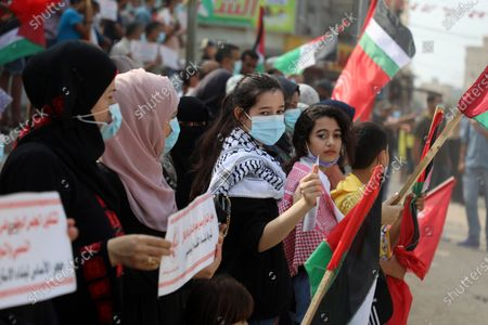 Palestinian supporters of the Popular Front for the Liberation of Palestine, take part in a protest to calling for an end in the political division and the national reconciliation, Deir Al-Balah, Gaza Strip, Palestinian Territory - 28 Oct 2020 témájú szerkesztői fénykép
