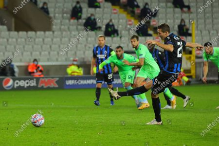Brugge's Hans Vanaken, right, shoots a penalty kick to score his side's first goal during the Champions League Group F soccer match between Brugge and Lazio at the Jan Breydel stadium in Bruges, Belgium