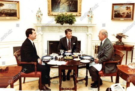 "United States President Ronald Reagan, center, has lunch with US Secretary of State George Shultz, right, and US National Security Advisor William P. ""Bill"" Clark Jr., left, in the Oval Office of the White House in Washington, DC on September 15, 1982. Mandatory"