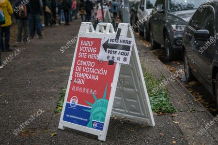 Early voters waited on long lines despite the rainy weather on Manhattan's Upper Westside,