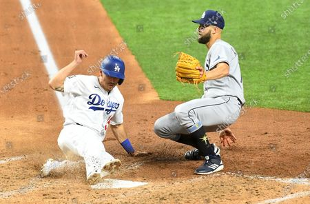 ARLINGTON, TEXAS OCTOBER 27, 2020-Dodgers Austin Barnes scores in front of Rays pitcher Nick Anderson on a wild pitch in the 6t inning in Game 6 of the World Series at Globe Life Field in Arlington, Texas Tuesday. (Wally Skalij/Los Angeles Times)