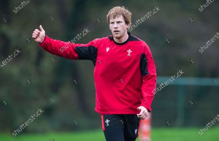 Rhys Patchell during training.