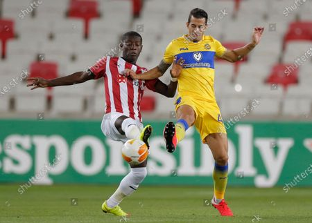 Maccabi Tel Aviv's Luis Hernandez, right, and Sivasspor's Max Gradel, left, fight for the ball during the Europa League Group I soccer match between Sivasspor and Maccabi Tel Aviv, in Sivas, Turkey