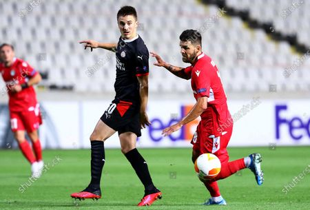 Ryan Thomas (L) of PSV in action against Michal Duris (R) of Omonia during the UEFA Europa League group E soccer match between Omonia Nicosia and PSV Eindhoven in Nicosia, Cyprus, 29 October 2020.
