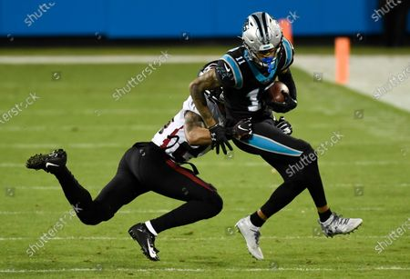 Stockafbeelding van Carolina Panthers wide receiver Robby Anderson is tackled by Atlanta Falcons cornerback A.J. Terrell during the first half of an NFL football game, in Charlotte, N.C