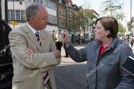 Stock Image of Mayor For London Ken Livingstone debates with local resident Sue Parker