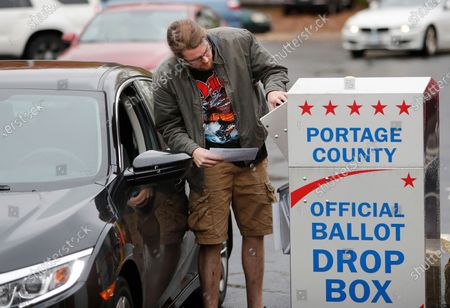 Editorial picture of Early voting voting 2020, Ravenna, USA - 29 Oct 2020