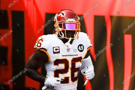 Washington Football Team strong safety Landon Collins (26) warms up before playing the Cleveland Browns in a NFL football game, in Cleveland