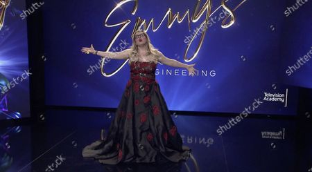 Stock obrázek na téma Actress/Producer Kirsten Vangsness returns to host the 72nd Engineering Emmy Awards, streaming on Emmys.com on at 5:00 PM PDT/8:00 PM EDT