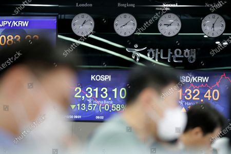 Currency traders watch computer monitors near screens showing the Korea Composite Stock Price Index (KOSPI), left, and the foreign exchange rate between U.S. dollar and South Korean won at the foreign exchange dealing room in Seoul, South Korea, . Asian stocks sank Friday as investors looked ahead to next week's U.S. presidential election and weighed the chances of economic stimulus from Washington and Europe