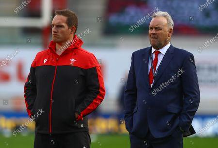 Wales defence coach Gethin Jenkins and Wales coach Wayne Pivac