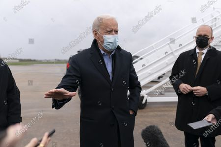 Zdjęcie stockowe: Democratic presidential candidate former Vice President Joe Biden speaks to members of the media before boarding his campaign plane at New Castle Airport in New Castle, Del., to travel to Des Moines, Iowa. Biden is holding rallies today in Des Moines, Iowa, Saint Paul, Minn., and Milwaukee, Wis