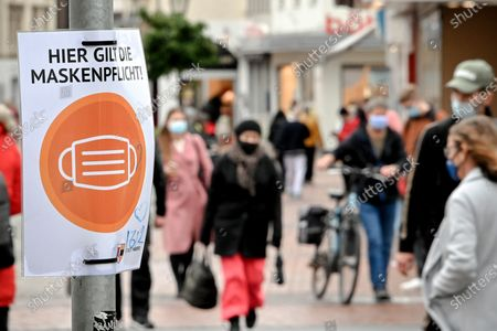 Redactionele foto van Face masks mandatory in Moers's city centre, Germany - 30 Oct 2020