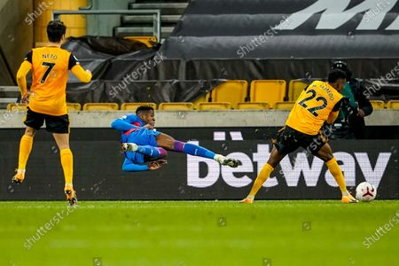 Wilfried Zaha of Crystal Palace tries a scissor volley for a shot at goal; Molineux Stadium, Wolverhampton, West Midlands, England; English Premier League Football, Wolverhampton Wanderers versus Crystal Palace.
