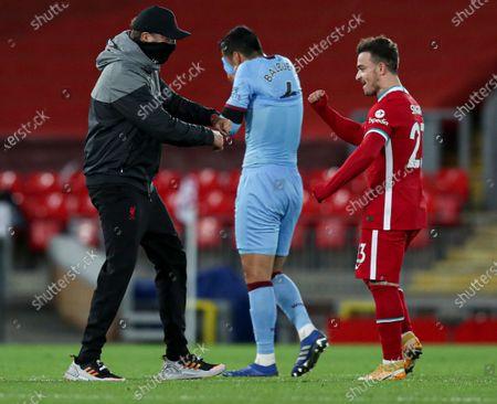 Liverpool manager Jurgen Klopp with Xherdan Shaqiri at the end of the match
