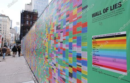 An art installation called 'Wall Of Lies', which documents President Trump's lies during his time in office, is erected in SoHo 的库存照片