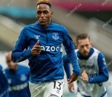 Yerry Mina of Everton warming up; St James Park, Newcastle, Tyne and Wear, England; English Premier League Football, Newcastle United versus Everton.