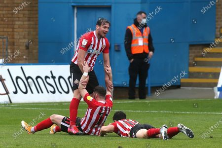 Lynden Gooch scores Sunderland's second goal and celebrates with Charlie Wyke