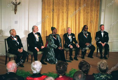 1999 Kennedy Center Honorees Victor Borge, Sean Connery, Judith Jamison, Jason Robards and Stevie Wonder sit with United States President Bill Clinton at a White House reception in their honor hosted by the President and first lady Hillary Rodham Clinton (not pictured) in Washington, D.C...