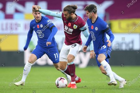 Burnley's Jay Rodriguez, centre, competes for the ball with Chelsea's Mason Mount, right, and Chelsea's Timo Werner, left, during the English Premier League soccer match between Burnley and Chelsea at Turf Moor stadium in Burnley, England