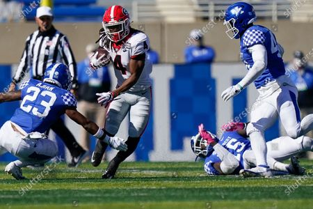 Georgia running back James Cook (4) runs with the ball during the second half of an NCAA college football game against Kentucky, in Lexington, Ky